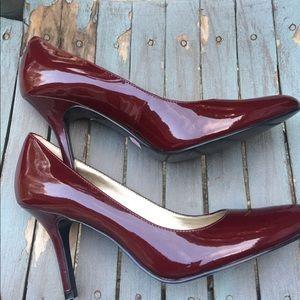 Nine West Burgundy Patent Leather Heels 8M EUC